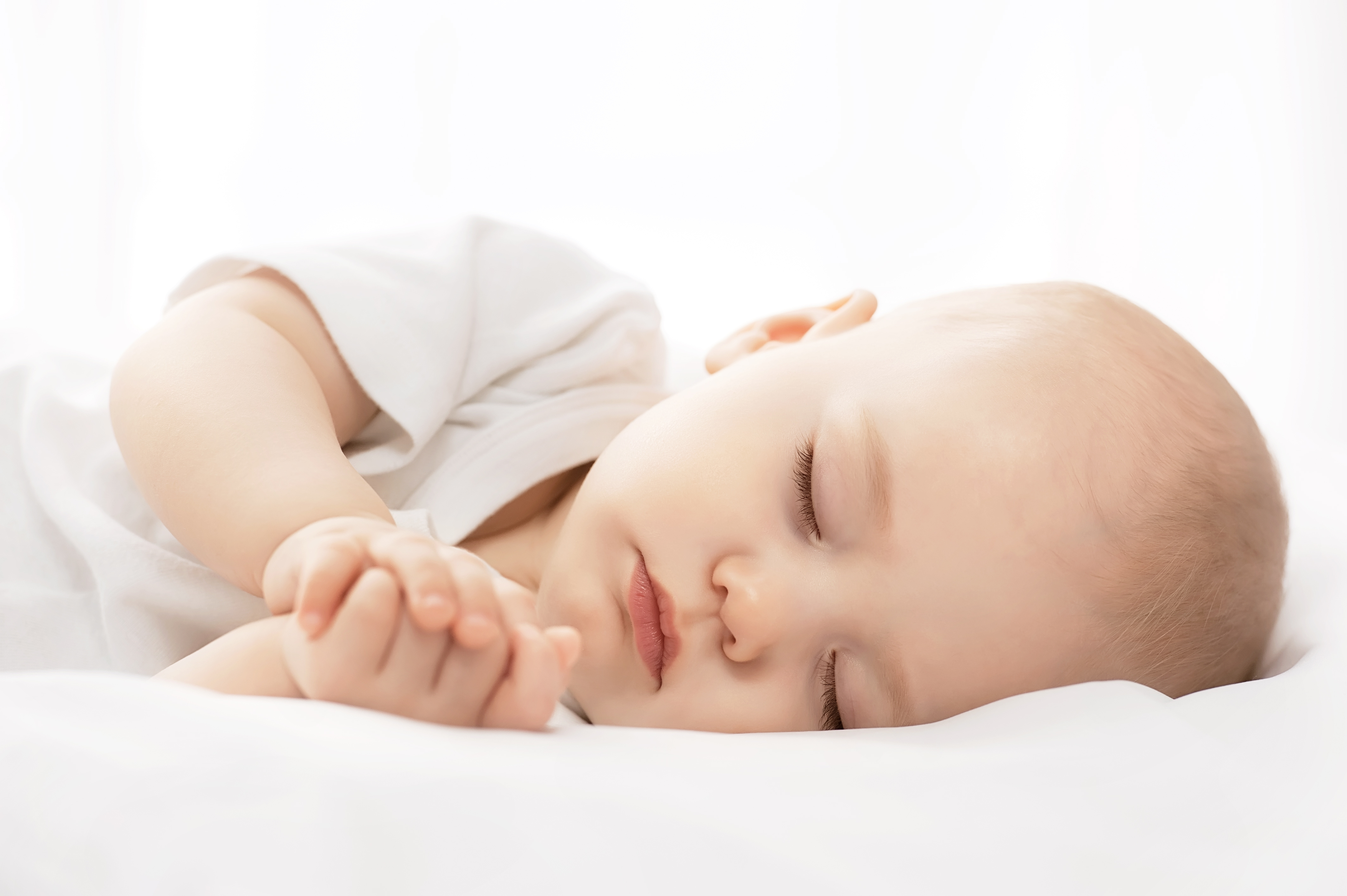 the features of the sudden infant death syndrome Sudden infant death syndrome (sids) is the sudden and unexplained death of a baby younger than 1 year old a diagnosis of sids is made if the baby's death remains unexplained even after a death scene investigation, an autopsy and a review of the clinical history.